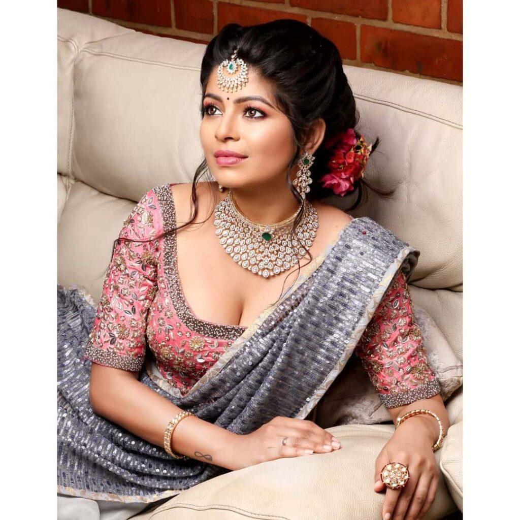 Vj Bavithra Hot Images