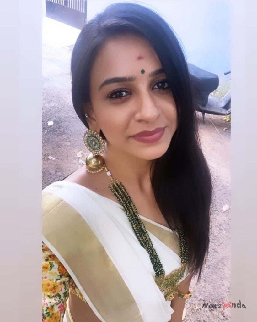 Sumangali serial actress divya ganesh instagram