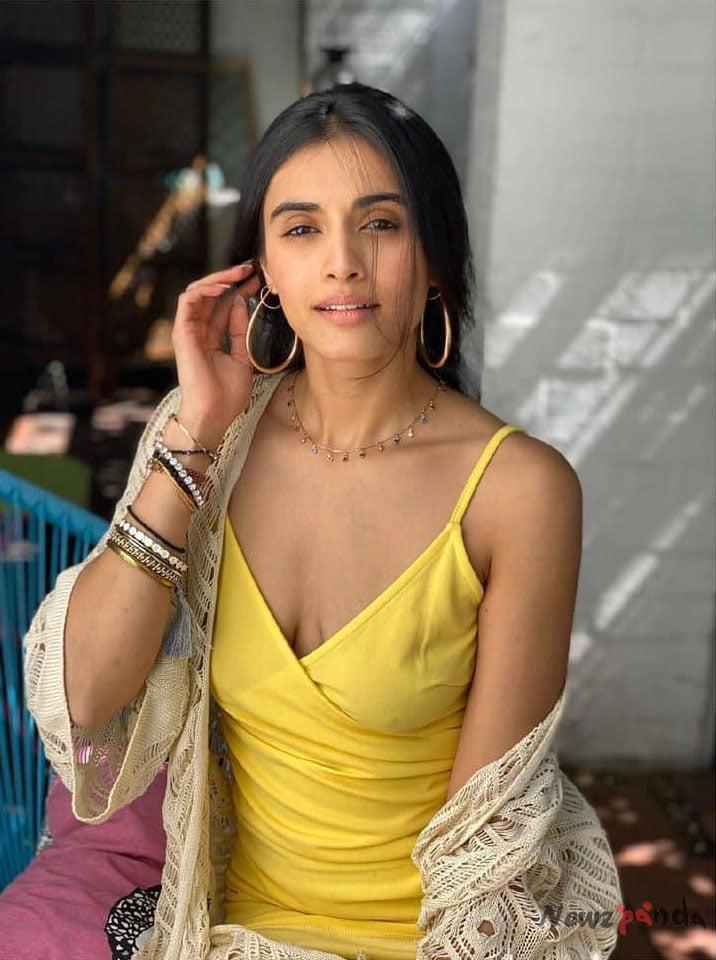 Divyansha Kaushik Age