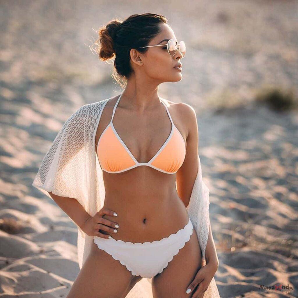 Narvini Dery Hot Bikini Photos
