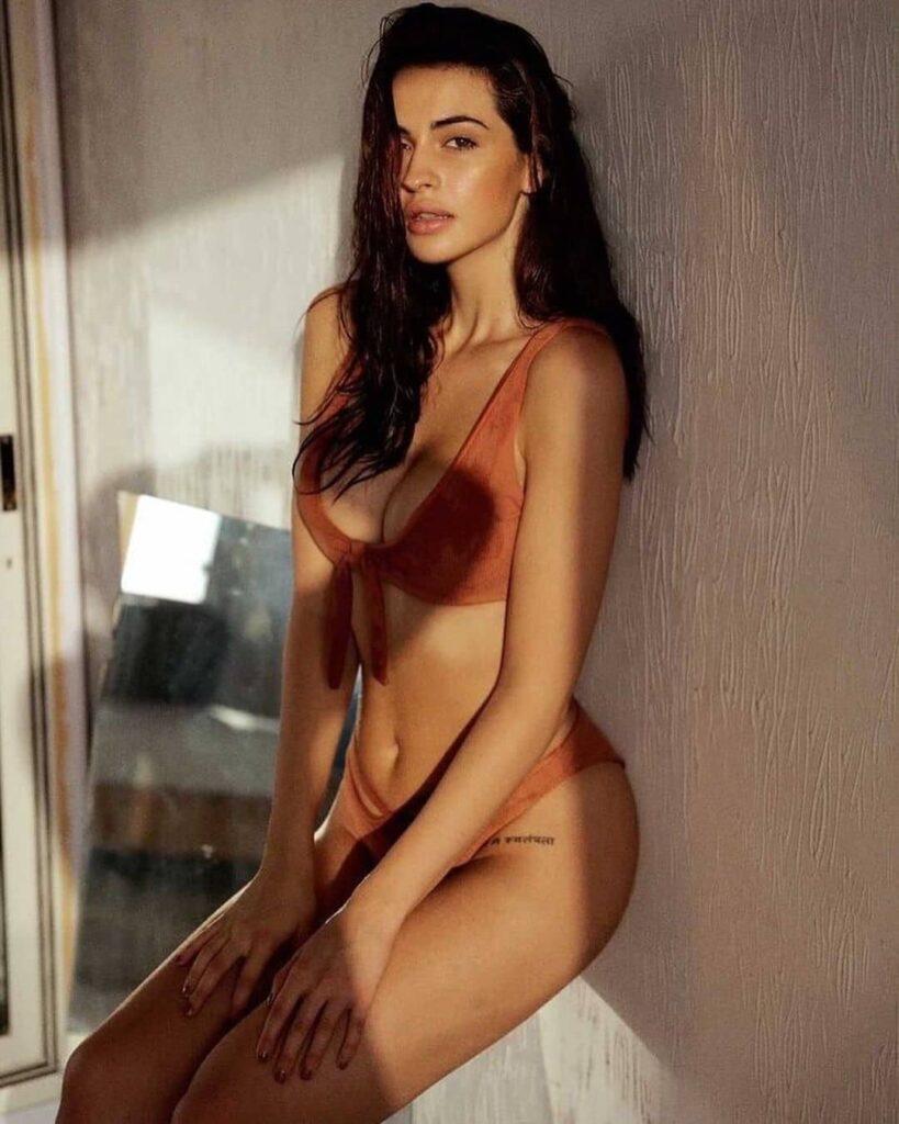 Simona Jesenska Hot Images