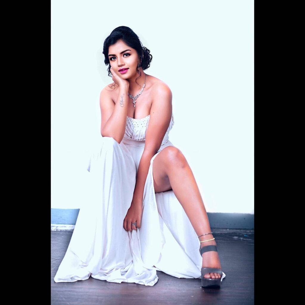 Suveta Shrimpton Hot Images