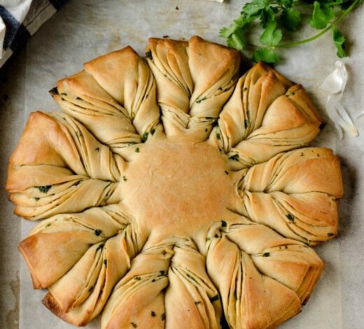 Garlic Coriander Flower Bread