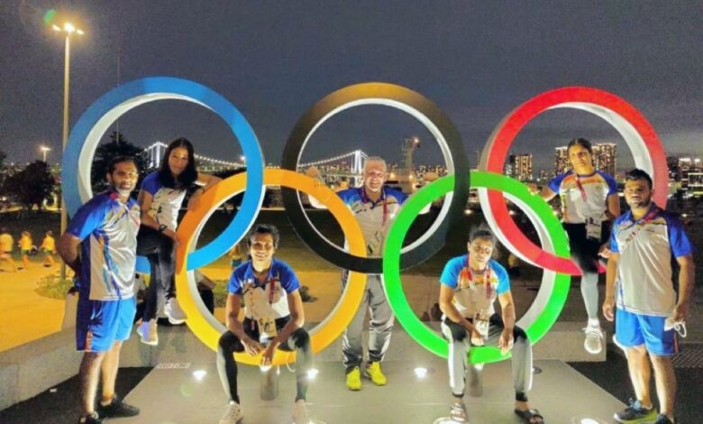 Women boxers, coaches and support staff pose near Olympic rings at Olympic village (Twitter)