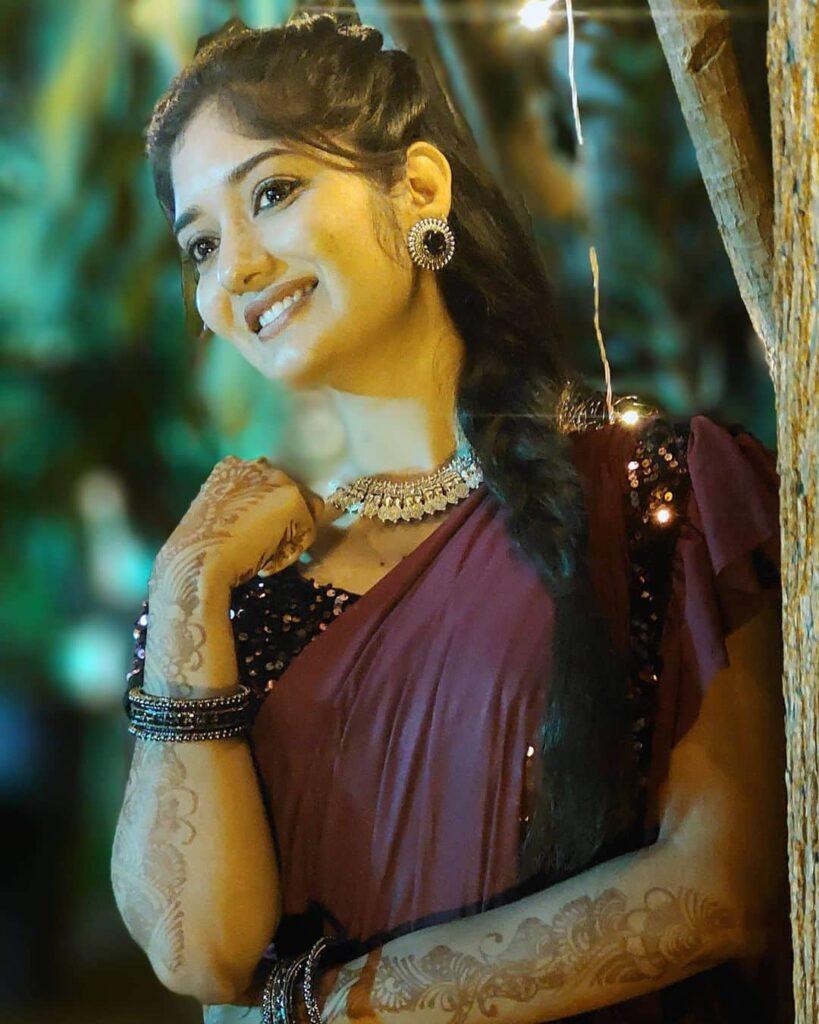 Thanthi Tv News Reader Agila Ganesh Images