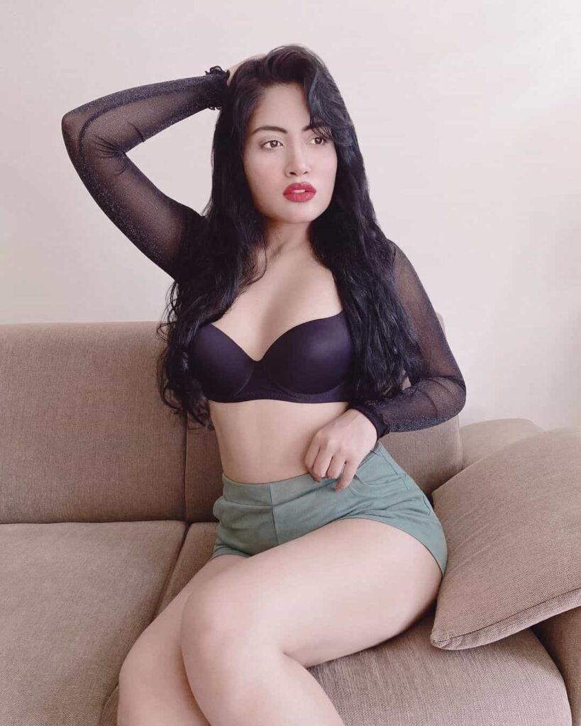 Manvi Chugh Hot