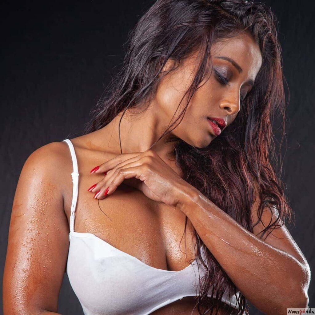 Nikita Gokhale Hot Images