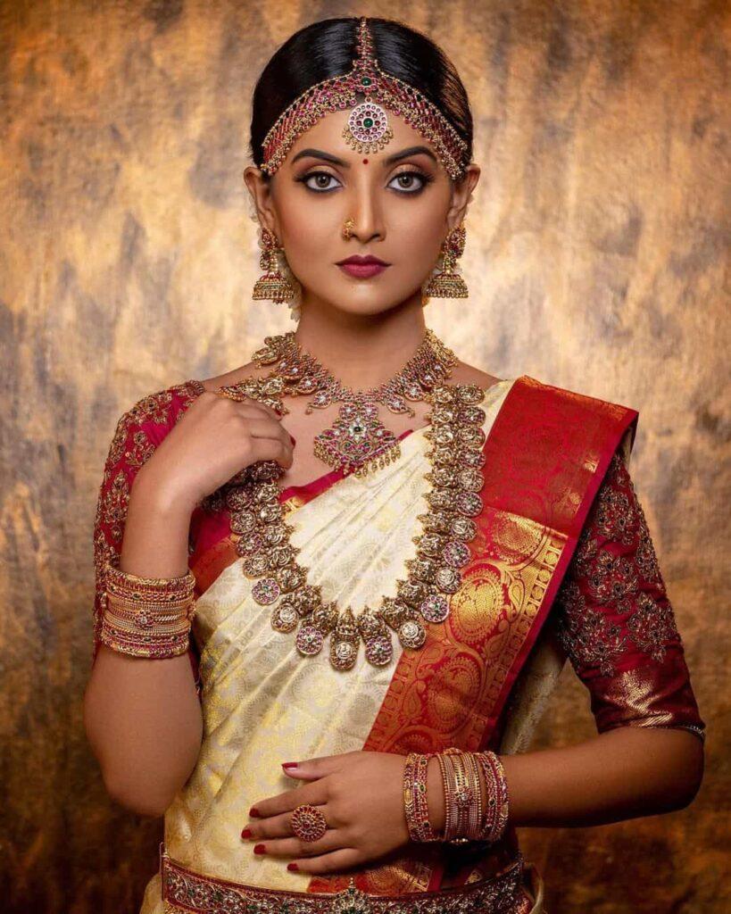 Nivedhithaa Sathish Images