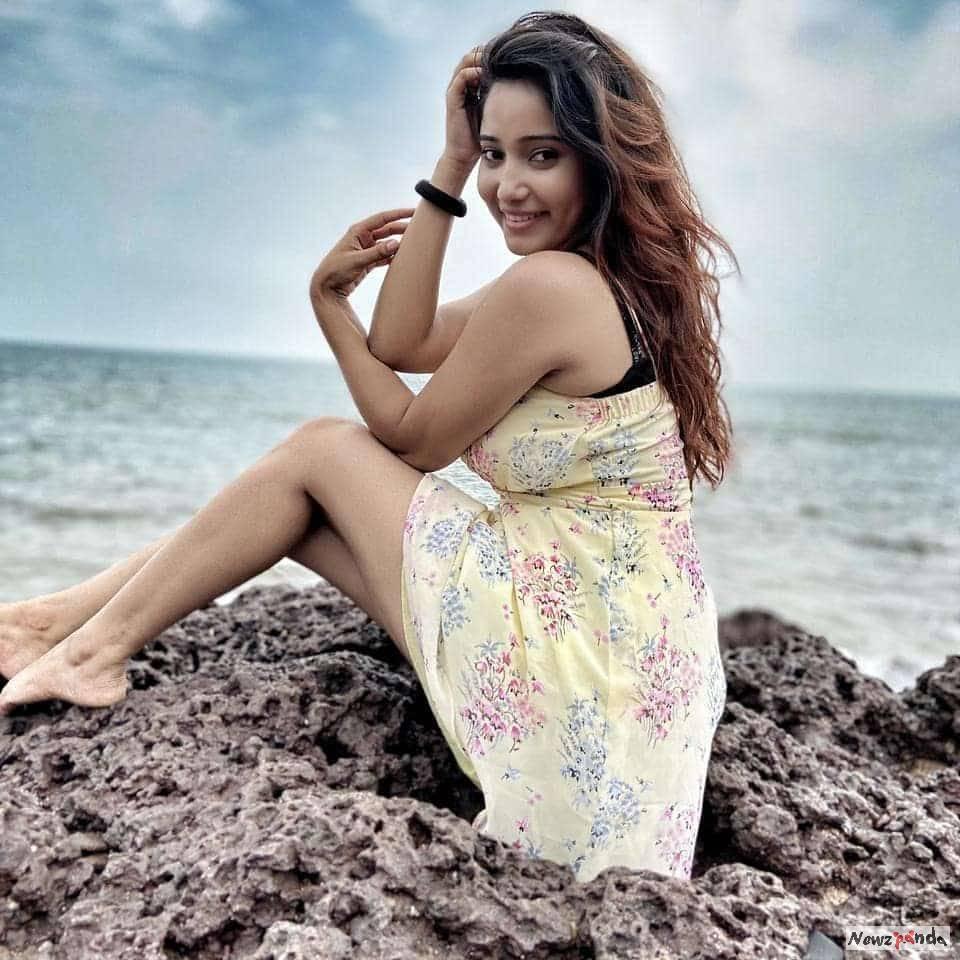 Priya Mishra Images