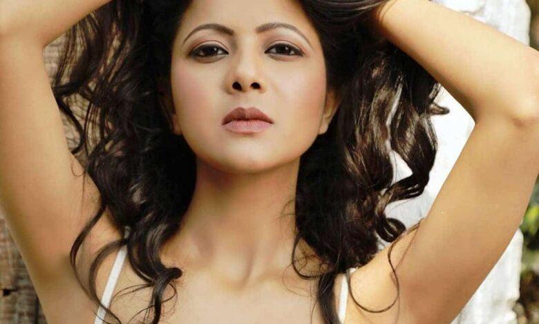 Saumya Tiwari Biography