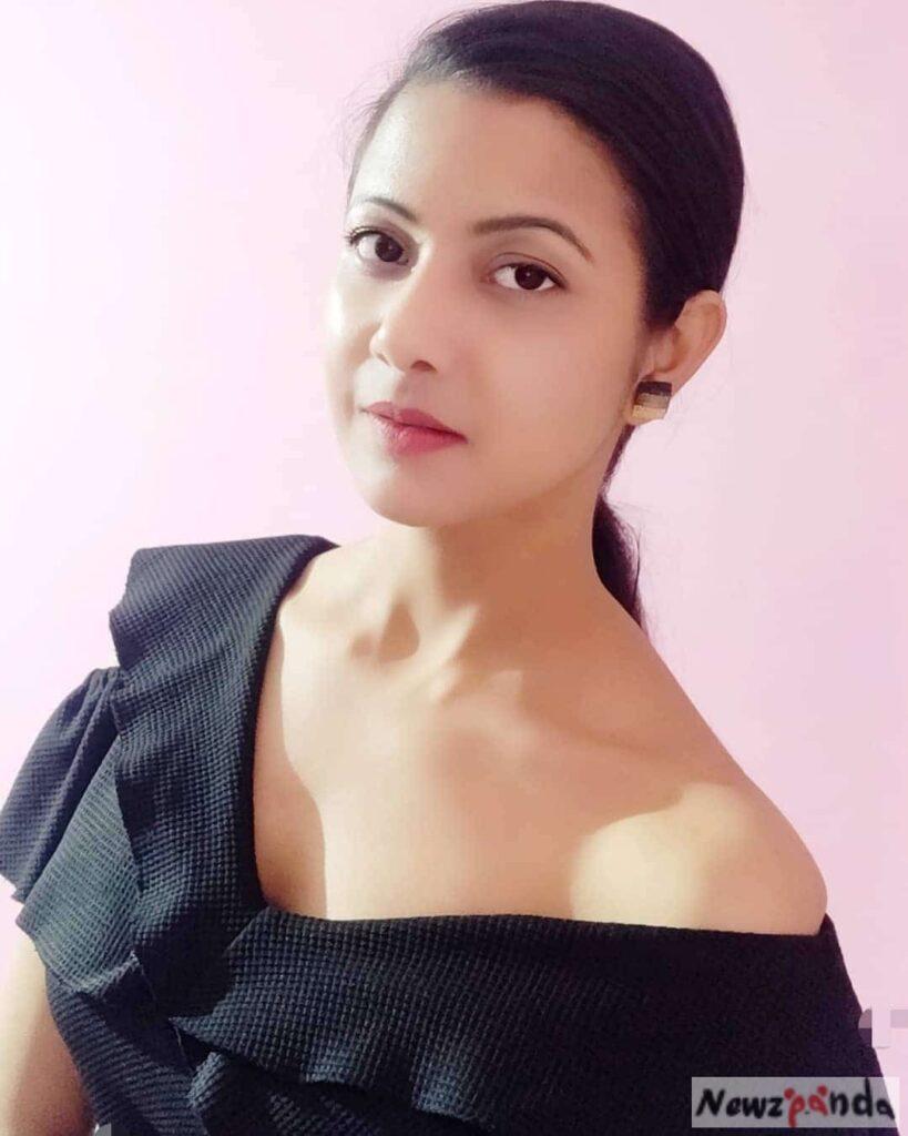 Saumya Tiwari Instagram