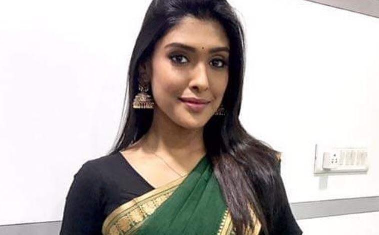 Gayathri Reddy Images