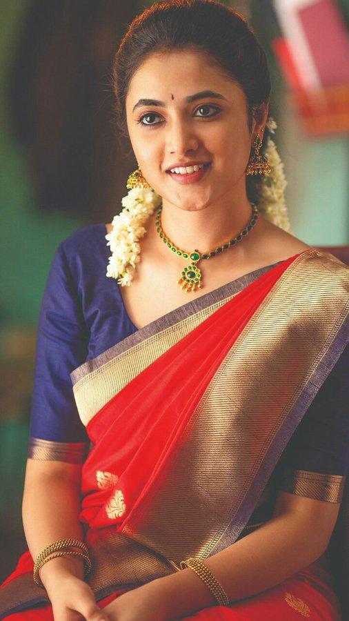 Priyanka Arul Mohan Images