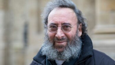 Actor Sir Antony Sher diagnosed with terminal illness