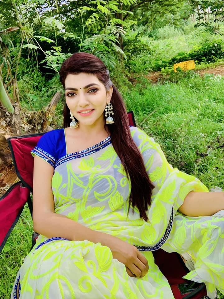 Lahari Shari Images