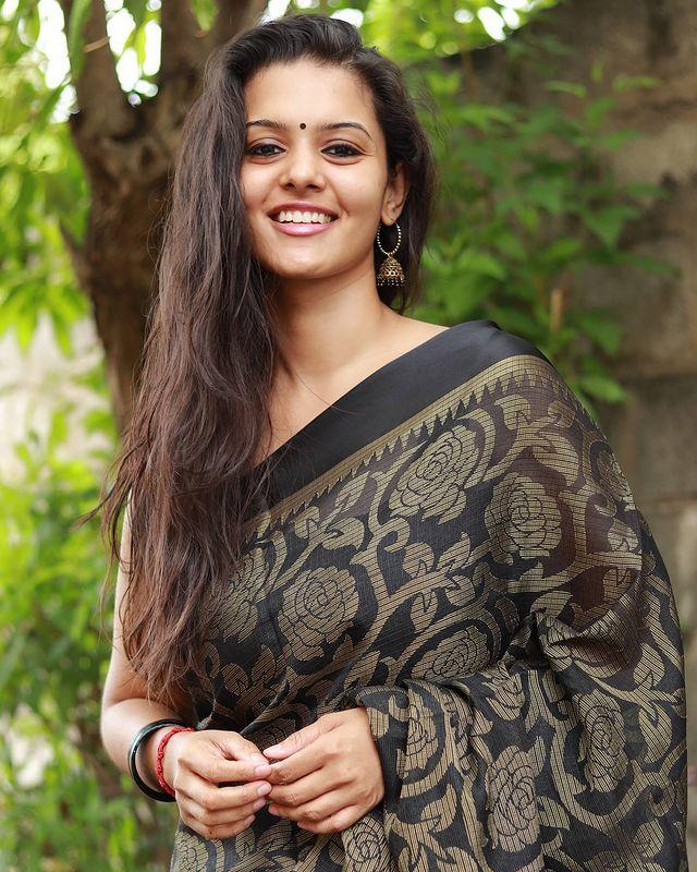 Swathishta Krishnan Images 5